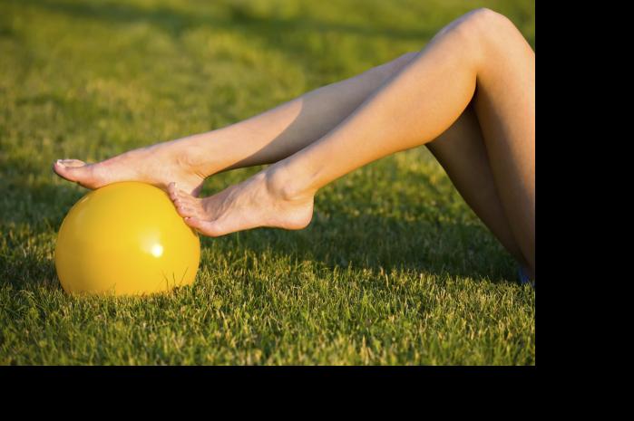 Frau mit gelbem Ball