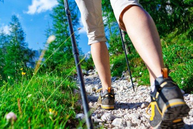 Füße in Wanderschuhen